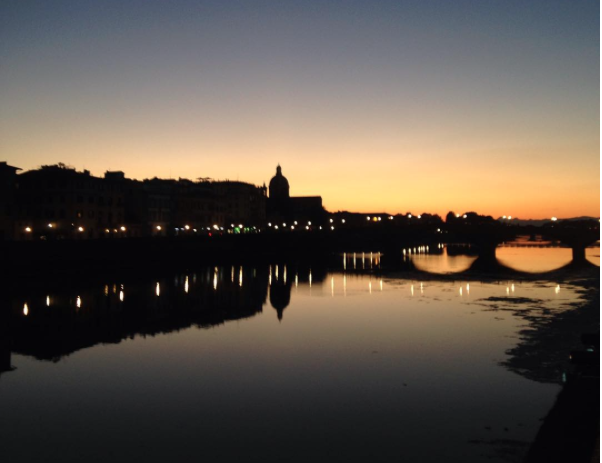 Vacker solnedgång över Arno Floden